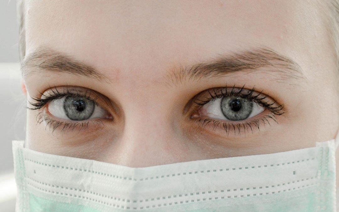 Los 5 consejos indispensables para proteger tu piel de las mascarillas